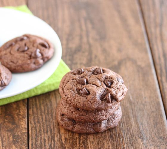 flourless-chocolate-peanut-butter-cookies-001
